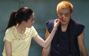 """Thái độ """"khó đỡ"""" của Ngọc Trinh khi Lương Mạnh Hải bị đánh bầm mặt vì mình"""