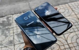 iPhone 7 có màu đen bóng, Galaxy S7 edge mới cũng có, hãy thử đọ dáng xem ai đẹp hơn