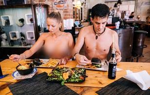 Có gì hot tại nhà hàng khỏa thân siêu chảnh không nhận khách 1 là già, 2 là béo