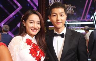 Chụp hình thân thiết bên mỹ nam Song Joong Ki, Nhã Phương trở thành cô gái được ghen tị nhất