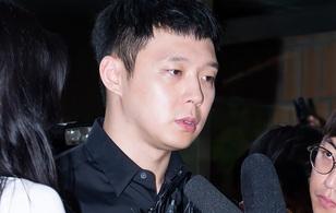 Thêm cô gái lên tiếng bị Park Yoochun bám theo khi đi vào nhà vệ sinh