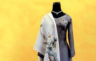 Việt Nam gửi áo dài hoa sen cho phu nhân Tổng thống Obama