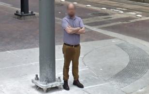 Bị phát hiện ướt nhẹp cả đũng trên Google Street View, gã đàn ông bị nghi tè ra quần nói gì?