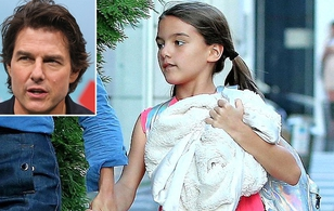 Bé Suri được nhận xét càng lớn càng giống bố Tom Cruise