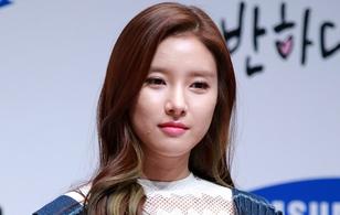 Kim So Eun mặt sần sùi mụn, Xiumin (EXO) tạo dáng nhí nhố tại sự kiện