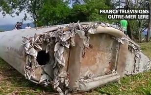 Chùm ảnh: Cận cảnh mảnh vỡ được nghi là của máy bay MH370 mất tích