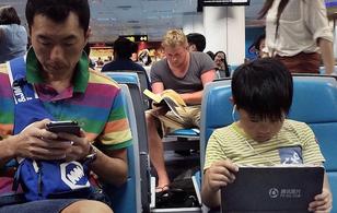 Những hình ảnh đối lập gây chú ý tại sân bay Bangkok