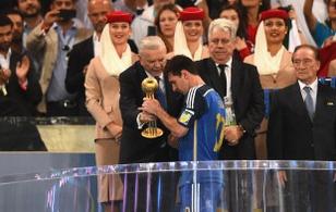 Maradona: Giải thưởng của Messi chỉ là trò quảng cáo