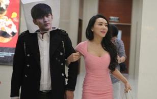 Cung Nguyệt Phi ép bạn trai đội hộp giấy mặt Kim Soo Hyun