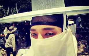 Lee Jun Ki hí hửng tung tạo hình ma cà rồng cổ trang thời Joseon