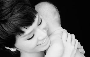 Trà My Idol khoe ảnh bán nude bên con trai 4 tháng tuổi