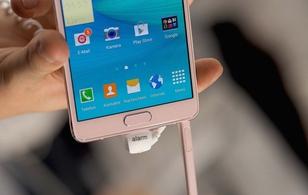 Những chiếc điện thoại có màu hồng/vàng hồng trước iPhone 6s