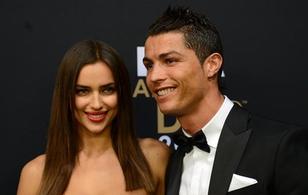 """Irina Shayk coi Ronaldo là """"quá khứ"""", ậm ừ trước tin đồn yêu """"The Rock"""""""