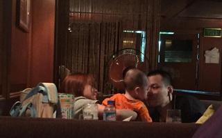 Cư dân mạng lại bắt gặp gia đình Lâm Á Hân vui vẻ bên nhau tại một quán cafe.