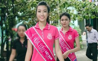 Không váy áo lộng lẫy, Hoa hậu Đỗ Mỹ Linh và 2 Á hậu vẫn xinh tươi khi đi từ thiện sau đăng quang