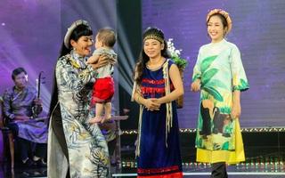 Câu chuyện cả mẹ và con gái đi thi Vọng cổ khiến cả sân khấu xúc động
