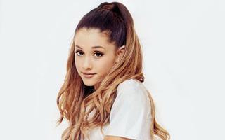 """Fan phẫn nộ tấn công trang cá nhân Ariana Grande: """"Đừng trở lại Việt Nam!"""""""