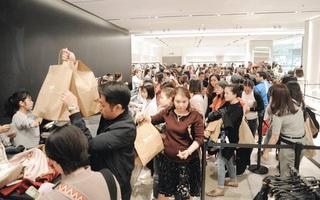 Zara Hà Nội khai trương: Tới trưa khách đông nghịt, ai cũng nô nức mua sắm như đi trẩy hội
