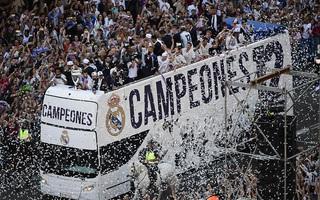 Ronaldo khoe tóc mới, Ramos đội vương miện trong lễ rước Cúp Champions League