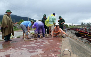 Các tỉnh miền Trung cấm tàu thuyền ra khơi trong cơn bão nguy hiểm số 10