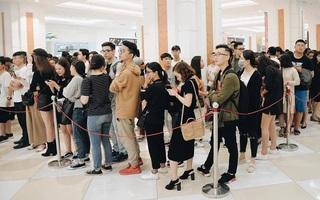 """H&M """"vỡ trận"""" ngày đầu mở bán vì hút toàn bộ giới trẻ Hà Nội, Zara đông ổn định với đối tượng lớn tuổi hơn"""