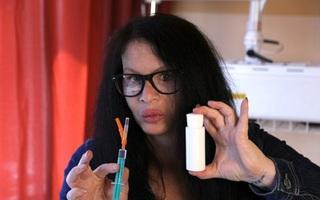 Người phụ nữ tiêm vi khuẩn 3,5 triệu tuổi vào cơ thể để trẻ mãi không già
