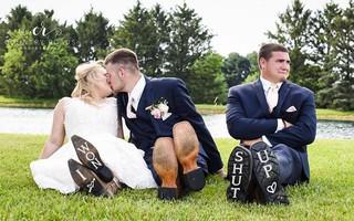 Anh chàng bạn thân chụp ảnh cưới cùng cô dâu chú rể, ngờ đâu vai phụ còn tỏa sáng hơn hai vai chính