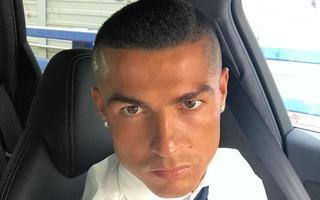 Ronaldo bất ngờ xuống tóc húi cua mừng chức vô địch