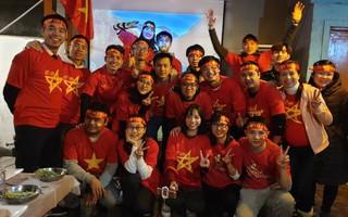 Từ Hàn Quốc, hàng trăm nghìn du học sinh và người Việt xa xứ nín thở theo dõi bước chân của các cầu thủ