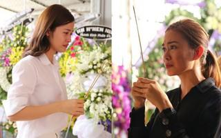 Đông Nhi và nghệ sĩ Việt khóc nghẹn trong đám tang của stylist Mì Gói tại quê nhà Tiền Giang