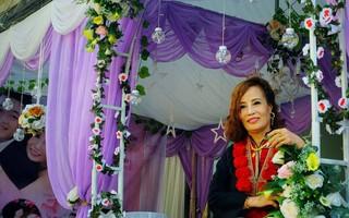 Đám cưới của cô dâu 62 tuổi và chú rể 26: Mẹ chồng khoác áo truyền thống cho con dâu, hỏi sao vẫn chưa chịu gọi bà là mẹ