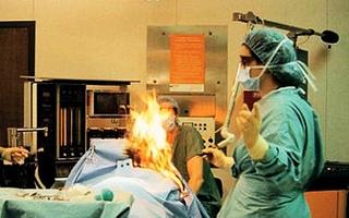 """Các """"tai nạn"""" khó đỡ của bác sĩ phẫu thuật"""