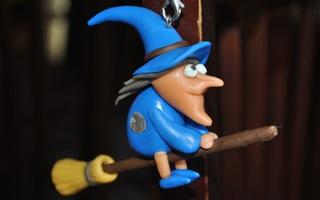 Móc khóa phù thủy cưỡi chổi dành riêng cho Halloween