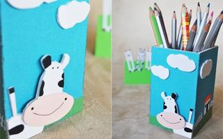 Ngăn nắp với hộp cắm bút bò sữa xinh xinh