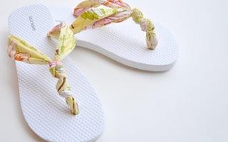 Tông quai vải dễ thương được chế từ đồ cũ