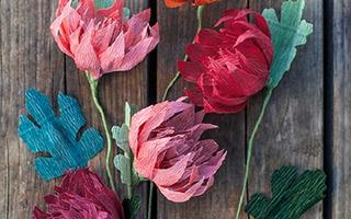 """Trổ tài khéo tay làm hoa giấy nhún đẹp đến """"xiêu lòng"""""""