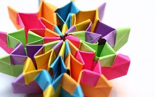 Học lỏm cách gấp pháo hoa origami huyền ảo