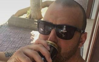 Xin phép gấu đi uống bia với bạn, anh chàng bốc đồng lướt một mạch sang nước ngoài du lịch tận 5 hôm mới về