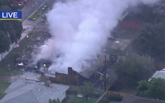 Máy bay lao xuống khu dân cư, nổ như bom