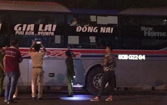 Xe khách bị ném đá tới tấp ở Đắk Lắk