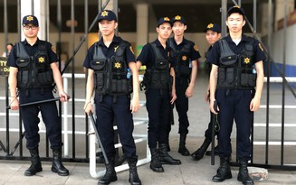 Dàn bảo vệ cao ráo, sáng sủa làm nhiệm vụ ở trận Việt Nam - Malaysia