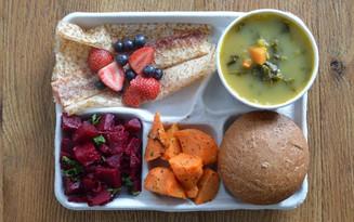 Học sinh trên thế giới ăn món gì vào bữa trưa?
