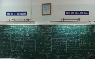 Mùa ôn thi, dân mạng khoe ảnh bảng học của lớp chi chít chữ như trận đồ bát quái