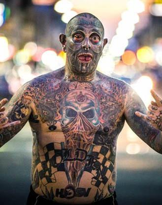 Người đàn ông chi gần 2 tỷ để xăm tranh ảnh kín 99% cơ thể
