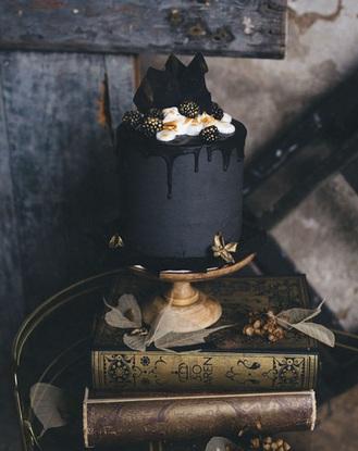 14 chiếc bánh cưới màu đen sang trọng phá vỡ chuẩn mực cái đẹp