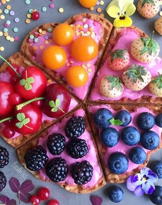 Các bức tranh rực rỡ được vẽ nên từ các loại hoa quả khác nhau