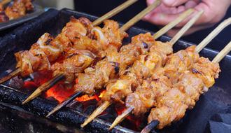 Thịt xiên nướng thì quá quen rồi, đi thử ngay sụn nướng sần sật các bạn ơi!
