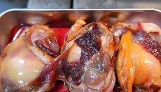 Không ngờ sò huyết phổ biến ở Việt Nam lại được Nhật Bản sáng tạo thành món sashimi tinh tế thế này