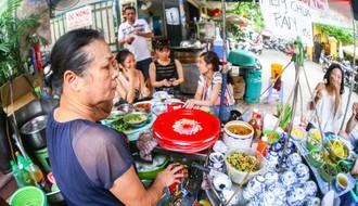 Có một con phố ẩm thực tuy ngắn nhưng hội tụ vô vàn món ngon từ ăn vặt đến ăn no trên khu phố cổ