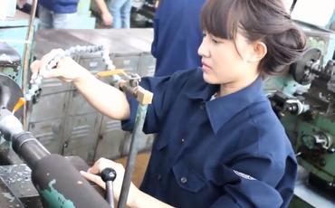 Danh tính bất ngờ của nữ sinh xuất hiện trong clip: Con gái kỹ thuật không hề khô khan - hot nhất hôm nay